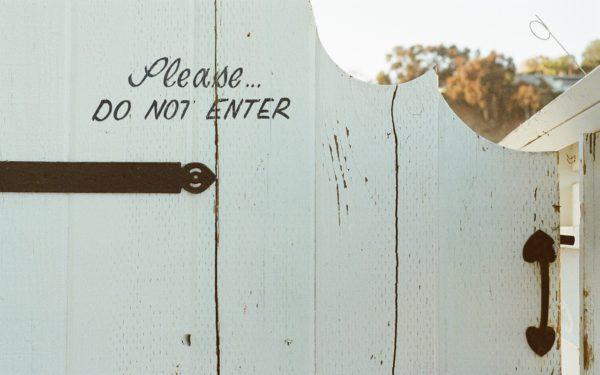 schutting met do not enter